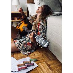 """Miriam Rodríguez on Instagram: """"Las pausas con Halls saben a gloria, con tantos sabores me recargan las pilas para componer este tema... #Halls #Respirasufuerza #Ad"""" Lets Run Away, Hermes Birkin, Idol, Instagram, Style, Fashion, Celebs, Fotografia, Women"""