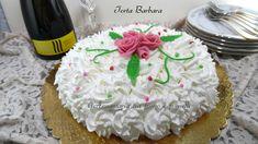 Torta Barbara con una deliziosa farcitura di crema al mascarpone e fragole bagna al caffè e succo di fragole e copertura con panna.