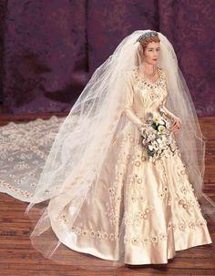 Barbie Bridal, Barbie Wedding Dress, Wedding Doll, Barbie Dress, Barbie Clothes, Wedding Gowns, Barbie Doll, Wedding Band, Manequin