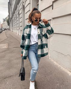 Trendy Fall Outfits, Casual Winter Outfits, Winter Fashion Outfits, Look Fashion, Ootd Winter, Flannel Fashion, Easy Outfits, Winter Outfits Women, Winter Layering Outfits