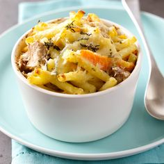 Enjoy healthy eating with recipes from WW (the new Weight Watchers). Eat the foods you love while you lose weight! Creamy Tuna Pasta Bake, Tuna Bake, Easy Pasta Recipes, Fish Recipes, Skinny Recipes, Healthy Recipes, Weigt Watchers, Eat Smart, Slow Food