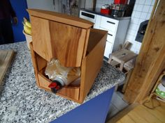 Mostbox aus Apfelholz,von Simon Bellman Jonenbachstrasse 9 8911 Rifferswil fragglemail@bluewin.ch