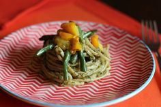 Spaghetti Con Pomodorini Gialli, Fagiolini E Pesto Di Noci | Spaghetti with Yellow Tomatoes, String Beans and Walnut Pesto (scroll down for English)