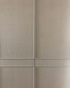 """Vonna on Instagram: """"La madera tratada también es delicadisima....inventando puertas....gracias por las oportunidades @estudiomariasantos 📸 @burondo siempre…"""" Cupboard, Cabinet, Kidsroom, Joinery, Vintage Furniture, Instagram, Reformation, Kitchens, Doors"""