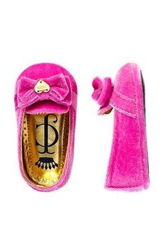 baby bow slippers. oh my heart!