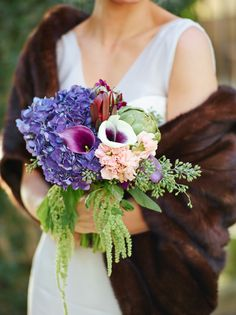 Such a gorgeous, organic bouquet! Love the dripping greenery off to the side. #bouquet #wedding #flowers #realwedding | Photo by Justine Ungaro