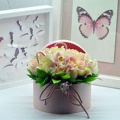 Dekoratif Kutuda Gül Aranjmanı-2  Kullanılan Malzemeler: Dekoratif Pembe Kutu,16 adet Toz Pembe Gül ve Orkide Kandili