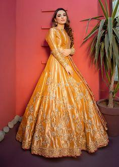 Beautiful Pakistani Dresses, Pakistani Formal Dresses, Pakistani Wedding Outfits, Indian Bridal Outfits, Pakistani Dress Design, Indian Dresses, Pakistani Mehndi Dress, Pakistani Clothing, Wedding Hijab