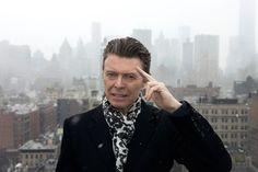 """Wer hätte gedacht, das meine persönliche Musik- und Stilikone nochmal so aufdrehen würde? Gehofft ja, aber nicht wirklich erwartet. Aber nach dem Coup mit """"The Next Day"""" haut Bowie doch glatt zwei neue Tracks raus, die mich persönlich an den Rand exzessiver Begeisterungsstürme treibt. Warum?"""