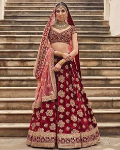 Tag the brides to be 👰🏼 for bridal lehenga inspiration by Sabyasachi @bollywoodstylefile 😘😘😘