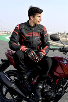 Marc Marquez, Dear Future Husband, Sport Bikes, Handsome Boys, Motocross, Cute Guys, Race Cars, Bae, Racing