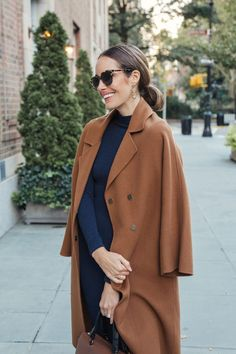 Louise Roe wearing fall outfit with navy dress and camel coat Fashion Casual, Fall Fashion Trends, Modest Fashion, Winter Fashion, Fashion Outfits, Womens Fashion, Fashion Coat, 2000s Fashion, Timeless Fashion