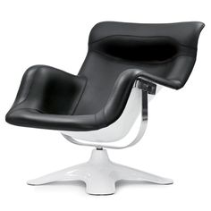 Designed by Yrjö Kukkapuro, Karuselli is one of the most famous lounge chairs in the world. Kukkapuro began developing the fibreglass chair in the arriving at the famous shape in Nordic Design, Scandinavian Design, Long Chair, Cool Furniture, Furniture Design, Sofas, Armchairs, Vitra Design, Lounge Sofa