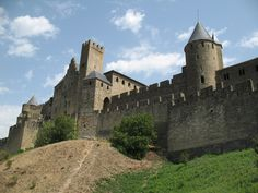 Travel through Southern France upto the Cote d'Azur ...enjoyin French Art,Castles nd some shopping on the way....