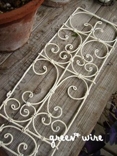 . Verser les fils atelier d'artisanat Année Prochaine image de: fil vert +