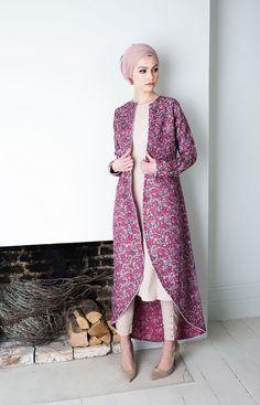 Hijab Fashion 2016/2017: Sélection de looks tendances spécial voilées Look Descreption Pink Coral Kimono