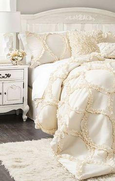 White rooms ……..   ∂яєαму вє∂яσσм   Pinterest en We Heart It.