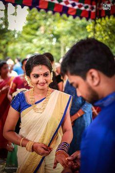 Kerala Engagement Dress, Engagement Saree, Engagement Dresses, Kalamkari Blouse Designs, Saree Blouse Patterns, Bridal Silk Saree, Saree Wedding, Set Saree, Saree Dress