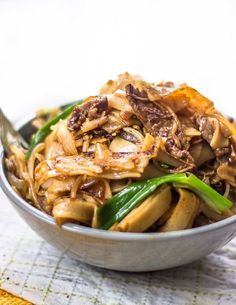 THE BEST BEEF STIR FRY WITH FLAT RICE NOODLES ==INGREDIENTS== 6oz uncooked wide rice flour noodles (rice sticks), 1c sliced green onions, 1c sliced onions, 1c green bean sprouts, ⅔lb top sirloin steak, 1T canola oil =MARINADE= 2 garlic cloves, 1T rice vinegar, 3T soy sauce, 2t grated peeled fresh ginger, 2t Sriracha, 1T dark sesame oil, ¼t salt =================