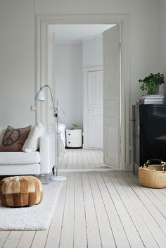 Swedish Decor Inspiration for Small Apartment - The Urban Interior Painted Wooden Floors, White Painted Floors, Painted Floorboards, White Wooden Floor, White Floorboards, Light Wooden Floor, White Washed Floors, White Flooring, Maple Flooring