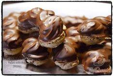 Párizsi mini falatkák | TopReceptek.hu Cookie Desserts, Cookie Recipes, Sugar Free Pumpkin Pie, Czech Recipes, Square Cakes, Hungarian Recipes, Cake Bars, Food Decoration, Desert Recipes
