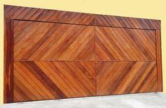 Portão de Madeira EP-312 pode ser revistido com madeira ipê ou jatoba no desenho vertical, diagonal, espinha de peixe ou losango (assoalho, deck ou lambril).