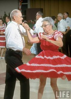 I had fun square dancing with old people when I was a kid Just Dance, Let ́s Dance, Dance Like No One Is Watching, Shall We Dance, Funny Old People, People Dancing, Dancing Couple, Growing Old Together, Old Couples