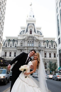 such a cliche philly wedding pic but you know i have to have one!