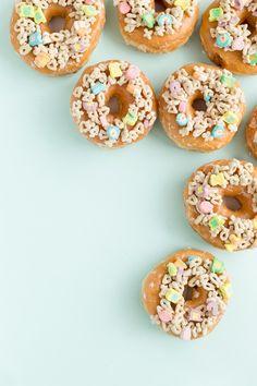 Three Charmin' Ways to Decorate Donuts for St. Patrick's Day   studiodiy.com