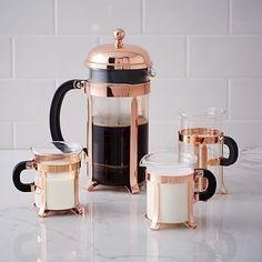 But first... coffe. Você sabia que o café não é bom só para espantar o sono? Pois é ele também ajuda assim: - Diminuindo os riscos de AVC - Melhorando o desempenho nos exercícios físicos - Afastando o câncer - Agindo contra a celulite - Deixando você feliz