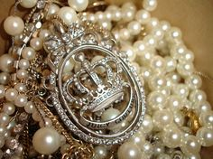 Every girl deserves a strand of pearls<3