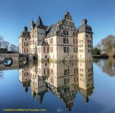 Water Castle Haus Bodelschwingh in Dortmund, Germany Cities In Germany, Germany Castles, Germany Travel, North Rhine Westphalia, Palaces, Bodiam Castle, Castle Parts, Dover Castle, German Architecture