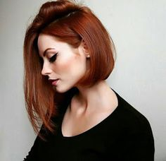 16 short red hair color ideas for women - Madame Frisuren - Hairstyles Red Hair Color, Cool Hair Color, Red Color, Auburn Hair Colors, Ginger Hair Color, Asymmetrical Bob Haircuts, Asymmetrical Bob Short, Short Haircuts, Asymmetric Hair