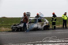 GALERIE FOTO: Mașina fostului șef de la Circulație, Vasile Nicolae, distrusă de flăcări pe DN 2 E 85