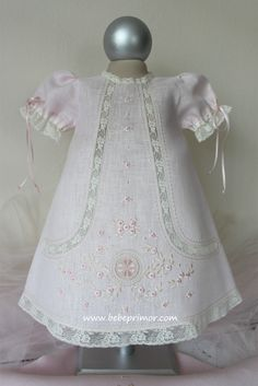 Embroidery Baby Clothes Christening Gowns 49 Ideas For 2019 Baby Outfits, Little Girl Dresses, Kids Outfits, Girls Dresses, Vintage Baby Dresses, Baby Embroidery, Embroidery Dress, Christening Gowns, Heirloom Sewing