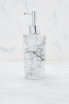 Seifenspender in marmoriertem Design