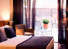 Soggiorno con colazione inclusa nel cuore di Barcellona in un hotel storico, dal gusto chic e minimalista.