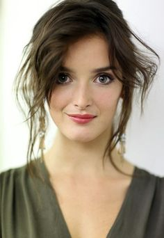 Charlotte Le Bon (born: September Montreal, Canada) is a French Canadian actress, model and television presenter. She is known for her work in the Canal+ talk show Le Grand Journal, and the films Yves Saint Laurent, The Hundred-Foot Journey and The Walk. Charlotte Le Bon, Zooey Deschanel, Pretty People, Beautiful People, Divas, French Women Style, Female Actresses, Hollywood, French Actress