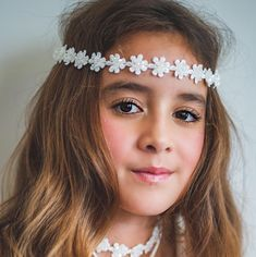 The best flower girl hair garlands and flower girl keepsake jewelry by Sienna Likes To Party online. Luxury girls headbands and hair clips. Kids Girl Haircuts, Flower Girl Hairstyles, Little Girl Hairstyles, Hair Garland, Crystal Garland, Luxury Girl, Little Baby Girl, Girl Hair Bows, Bridal Hair Accessories