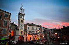 La place de l'horloge à Sisteron - Alpes de Haute ...