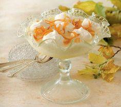 """Appelsinfromagen vækker søde minder, skriver John Price i sin opskrift. Desserten er speciel dejlig efter krydrede kødretter.<br><br><i>""""Min bedstemor var fra dengang, hvor al tale om mad begyndte med """"Man tager et sølvfad"""". Bedste havde nu ikke noget sølvfad, men hun var en god kogekone. Når vi rigtig plagede, kom hun frem med sin appelsinfromage, her er hendes egen opskrift""""</i>"""