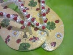 Resultado de imagem para havaiana decorada de pérola