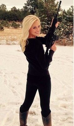 Gun-toting Conservative News Anchor Tomi Lahren calls Obama out over Chattanooga Military Recruiting Center Shootings. Tomi Lauren, Female Soldier, News Anchor, N Girls, Old Tv, Conservative News, Obama, Actresses, Lady