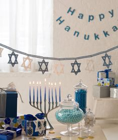 Intermediate Star of David crochet banner would be good for any Jewish holiday, even Shabbat. To make it kosher, work it in 100% cotton thread, and don't work on it Friday sundown thru Saturday sundown. Great gift idea.