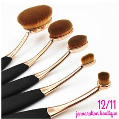 {DAY 11} 25 Days of Jenna's Faves — Today we're giving away a 5 piece oval makeup brush set! To enter: Repin and Like this photo. Enter on ALL social media sites for extra entries (Instagram, Facebook, Twitter, Snapchat, and Facebook VIP group) Winner will be randomly selected on 12/14 and will be announced in the comments below 🎉❄️🛍🎄