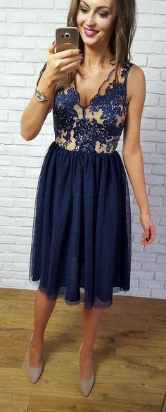 c9255ba106 Tiulowa granatowo- cielista sukienka z koronkowa górą. Idealna sukienka na  rodzinne przyjęcie jak ślub