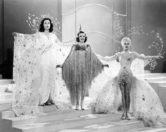 Stars Hedy Lamar, Judy Garland, and Lana Turner wearing star garb, circa - love this film, from Ziegfeld girls Looks Vintage, Vintage Love, Vintage Beauty, Vintage Photos, Vintage Fashion, Retro Vintage, Lana Turner, Hollywood Glamour, Classic Hollywood
