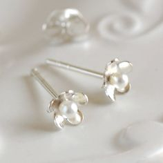 Dainty Silver Daisy Stud Earrings