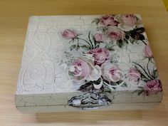 Tin Can Crafts, Diy And Crafts, Arts And Crafts, Tea Box, Altered Boxes, Modern Wallpaper, Photo Craft, Casket, Tissue Boxes