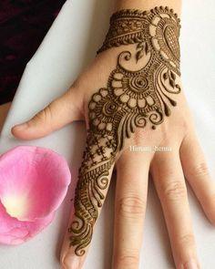 Top handpicked Arabic mehndi designs of Find unique and simple Arabic mehendi designs for hands and legs for weddings. Back Hand Mehndi Designs, Simple Arabic Mehndi Designs, Indian Mehndi Designs, Stylish Mehndi Designs, Henna Art Designs, Mehndi Designs 2018, Mehndi Designs For Girls, Bridal Henna Designs, Mehndi Design Photos
